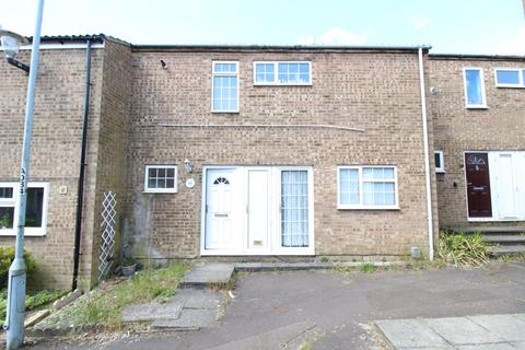 3 bedroom terraced house for sale - Three Bedroom Terraced on Petersfield Gardens, Luton