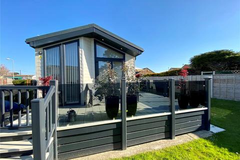 2 bedroom bungalow for sale - Hoburne Naish Holiday Park, Christchurch Road, New Milton, BH25