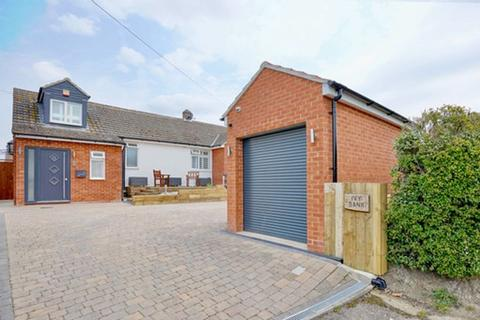 3 bedroom chalet for sale - High Street, Ellington, Cambridgeshire.