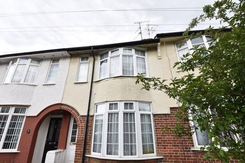 2 bedroom property to rent - St. Monicas Avenue, Luton