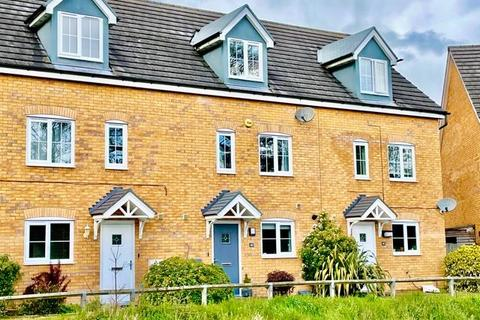 4 bedroom townhouse for sale - Skye Close, Alwalton, Peterborough