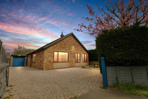 3 bedroom bungalow for sale - High Street, Caythorpe, Grantham