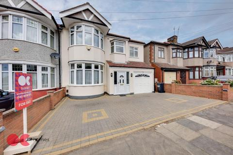 5 bedroom end of terrace house for sale - Fowey Avenue, Ilford