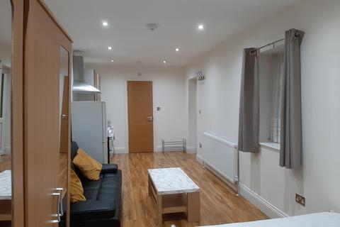 Studio to rent - Ashford Avenue, Ashford, TW15