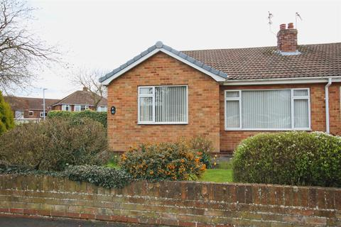 2 bedroom semi-detached bungalow for sale - The Parkway, Willerby, Hull
