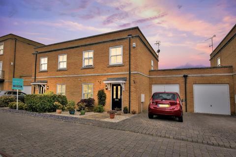 3 bedroom semi-detached house for sale - Ashes Road, Shoeburyness, * Shoebury Garrison *, Essex, SS3