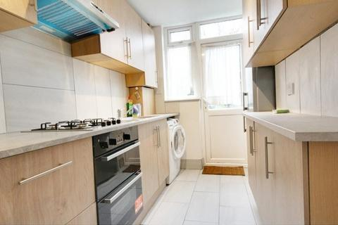 3 bedroom terraced house to rent - St. Joseph'S Road, Edmonton, N9