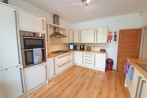 3 bedroom terraced house to rent - Beech Grove, Ilford, Essex. IG6