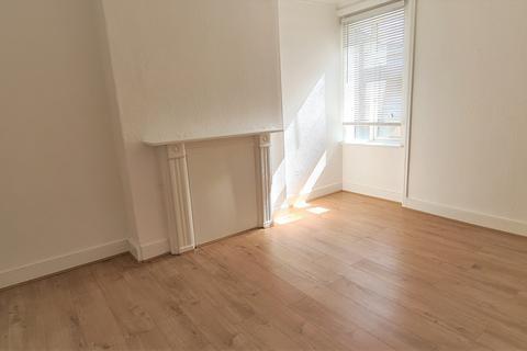 3 bedroom flat to rent - Tottenham Lane, Hornsey, London, N8 9BE
