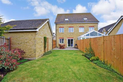 3 bedroom townhouse for sale - Stangate Drive, Iwade, Sittingbourne, Kent