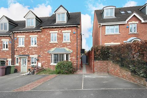 4 bedroom end of terrace house for sale - Dobbs Close, Killamarsh, Sheffield