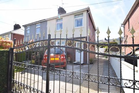 3 bedroom semi-detached house for sale - The Avenue, Pontypool