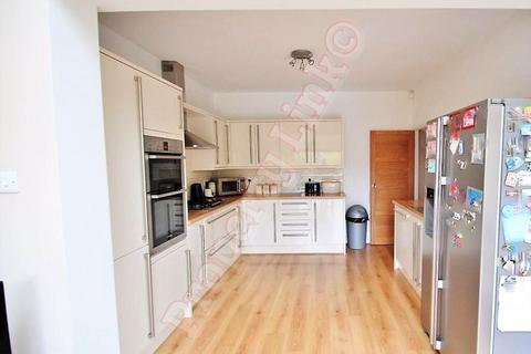 3 bedroom house to rent - Beech Grove, Ilford