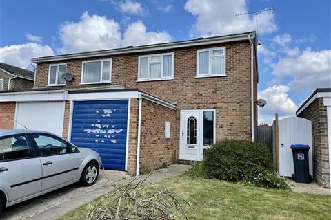 3 bedroom semi-detached house for sale - Hobart Close, Durrington, West Sussex, BN13 3HL