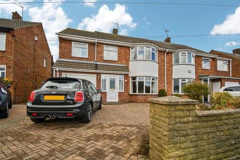 4 bedroom semi-detached house for sale - Belvedere Drive, Bilton