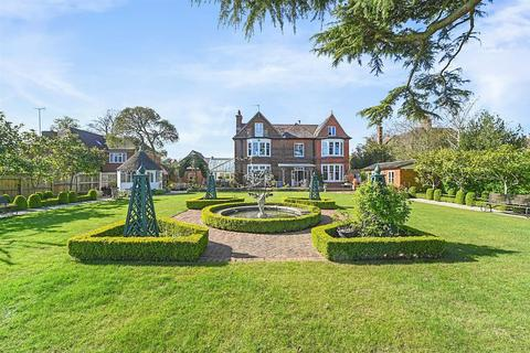 6 bedroom detached house for sale - Springfield Road, Chelmsford