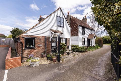 3 bedroom detached house for sale - Dry Hill Park Crescent, Tonbridge