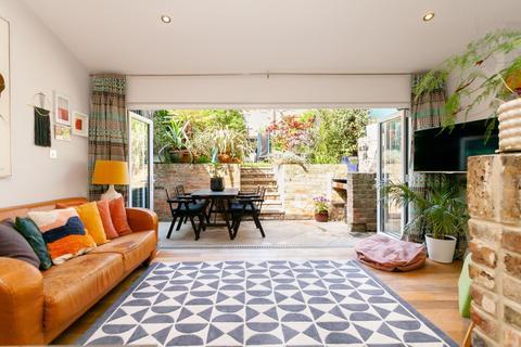 3 bedroom duplex for sale - Cephas Avenue, London