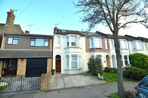 2 bedroom apartment to rent - Walpole Road, South Woodford, E18