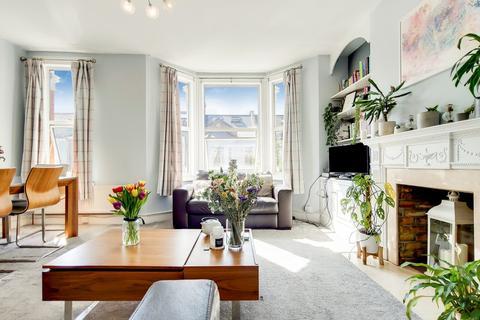 3 bedroom maisonette for sale - Sugden Road, London
