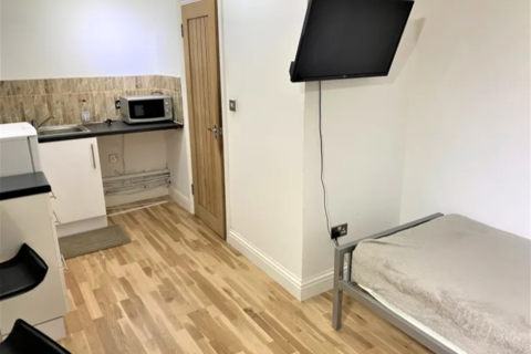 Studio to rent - 1a York Place ILFORD IG13AA