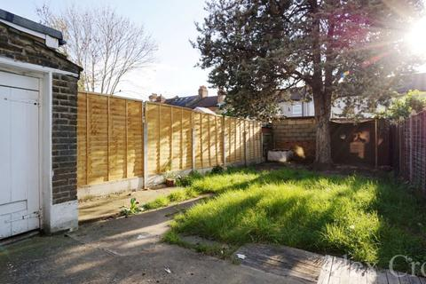4 bedroom terraced house to rent - Betchworth Road, Ilford
