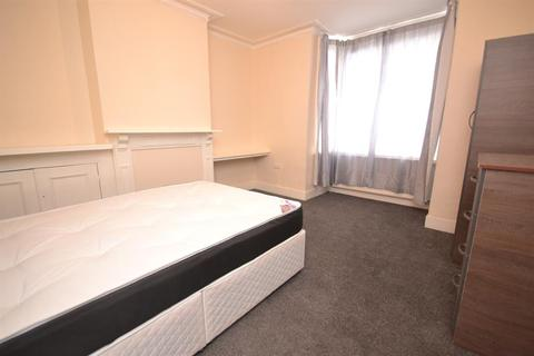4 bedroom terraced house to rent - St Peters Road, Reading, RG6 1PA