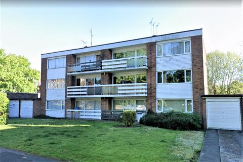 2 bedroom flat to rent - Broadmead Road, Woodford Green, IG8