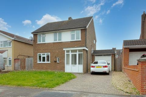 3 bedroom detached house to rent - Brill Close, Maidenhead, SL6