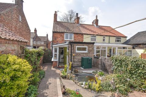 2 bedroom end of terrace house for sale - Low Moorgate, Rillington, Malton YO17