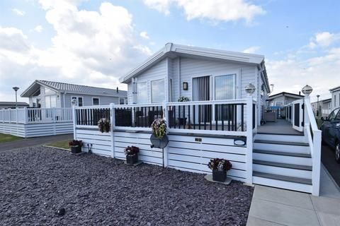 2 bedroom mobile home for sale - Faversham Road, Whitstable