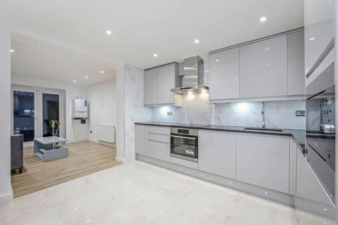 5 bedroom semi-detached house to rent - Romney Close, London SE14