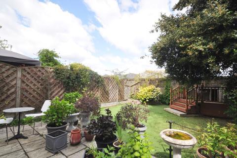 3 bedroom flat to rent - Musgrove Road London SE14
