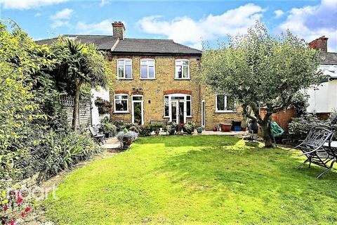 5 bedroom semi-detached house for sale - Rochester Gardens, Ilford