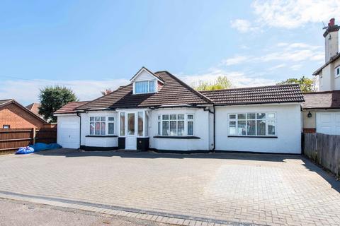 4 bedroom detached bungalow for sale - The Mead, South Wallington