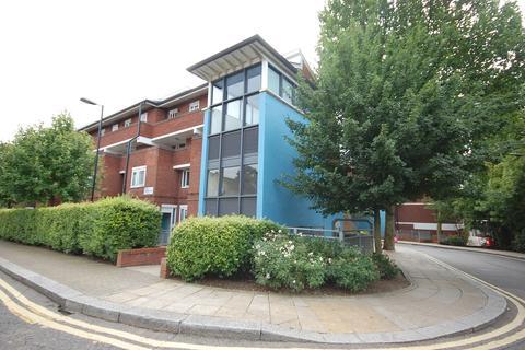 5 bedroom maisonette to rent - Verdi Crescent, London