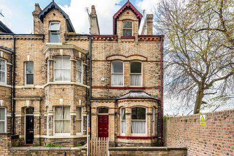 4 bedroom end of terrace house for sale - Claremont Terrace, Gillygate, York
