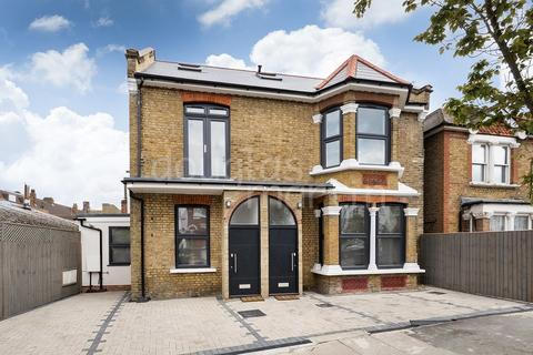 4 bedroom semi-detached house for sale - Johns Avenue, London NW4