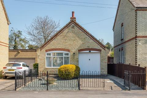 2 bedroom detached bungalow for sale - The Green, Stotfold, Hitchin, Herts SG5 4DG