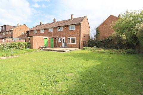 3 bedroom end of terrace house for sale - Littlefield Road, Stopsley, Luton, Bedfordshire, LU2 9BU