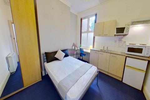 Studio to rent - Barrfield Road, Salford,