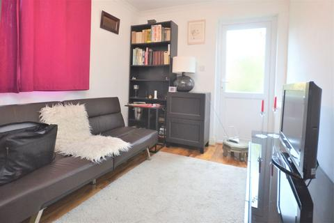 Studio to rent - Tudor Way, Acton W3 9AG