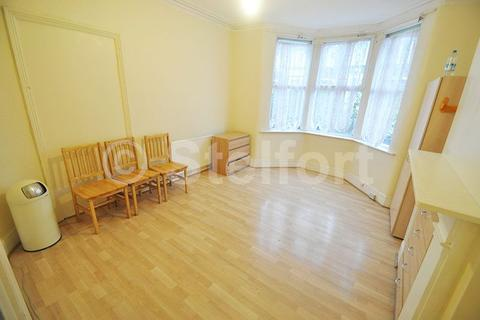 2 bedroom flat to rent - George Lane, London E18