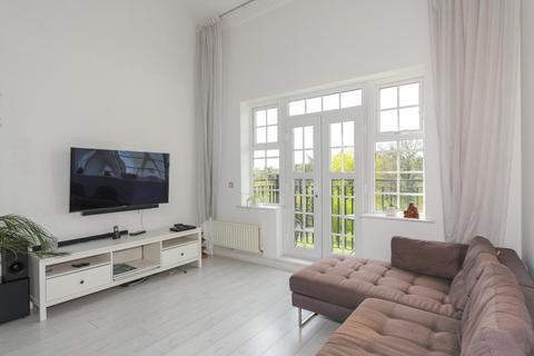 2 bedroom flat for sale - Chatsworth Park, Banstead