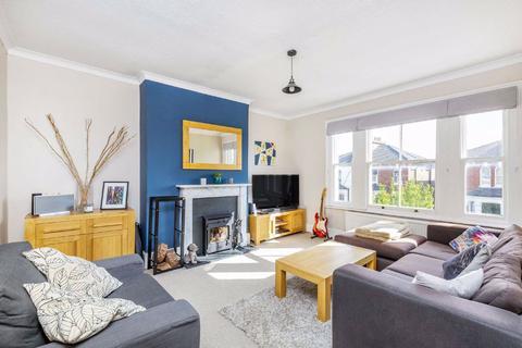 3 bedroom flat for sale - Ramsden Road, Balham