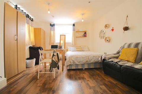 3 bedroom house to rent - Mile End Road, London
