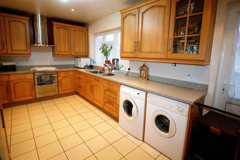 4 bedroom terraced house to rent - Hillview Crescent, ILFORD IG1