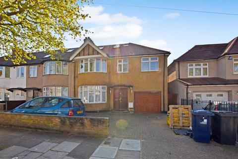 6 bedroom semi-detached house to rent - Northwood Gardens, Greenford