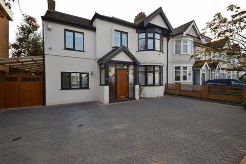 4 bedroom end of terrace house for sale - Cranbrook Rise, Ilford, Essex, IG1