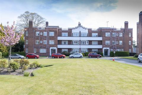 3 bedroom apartment for sale - Knighton Court, Knighton Park Road, Leicester